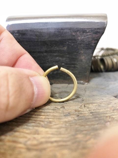 隙間が縮んできた真鍮のリング