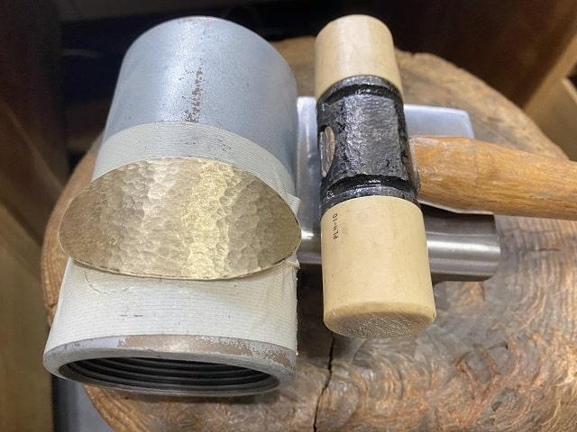 プラスティックハンマーと真鍮パーツ