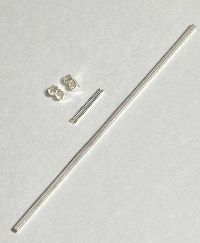 銀の角棒とピアス金具