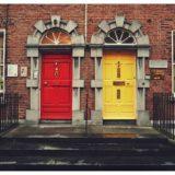 赤と黄色のドア