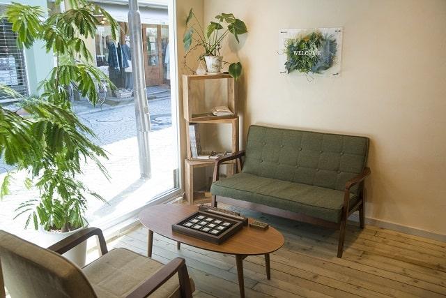 店内のソファー
