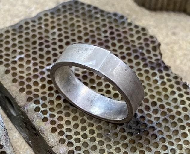 フラックスを塗ったシルバーのリング