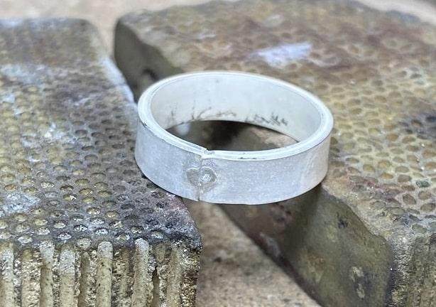 ロー付け部分を削る前のリング