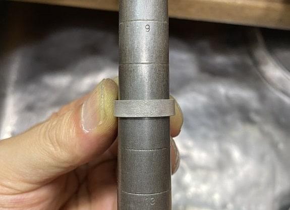 芯金に巻き付けたシルバーの板