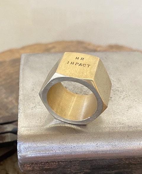 刻印を入れた真鍮のナット
