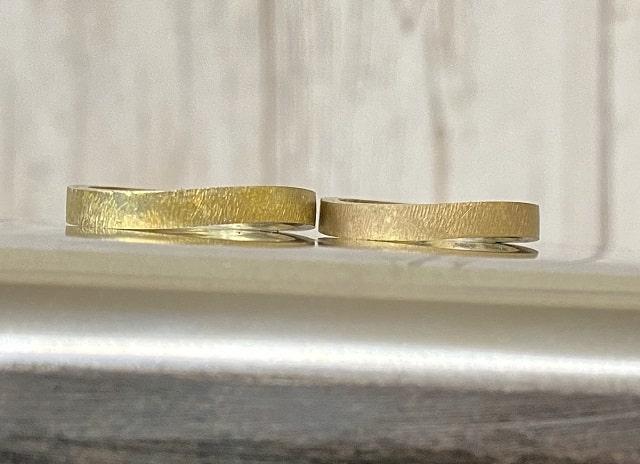 カーブを付けた指輪のベース