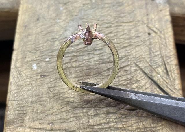 石座を付けた指輪