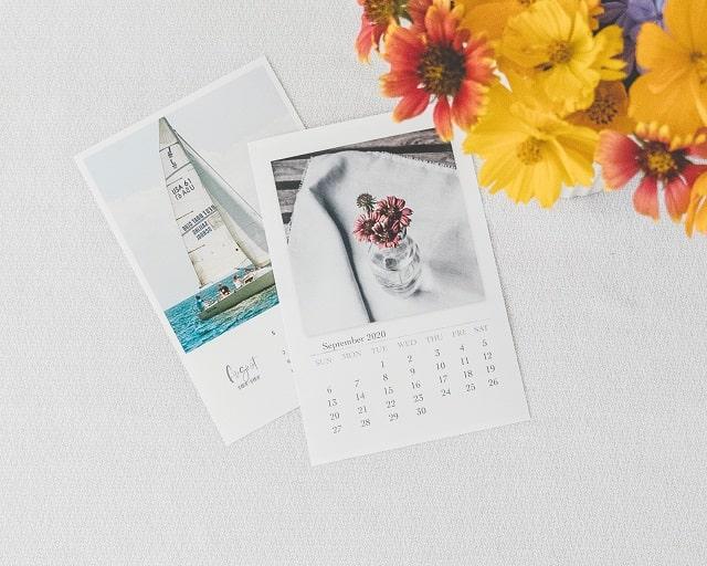 カレンダーと花
