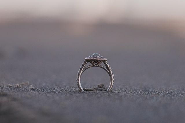 砂浜の指輪